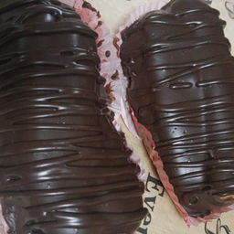 Bomba de creme com chocolate