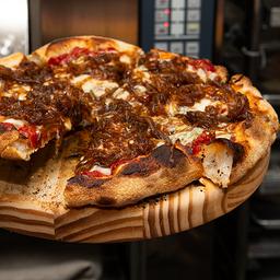 Pizza de Cebola Caramelizada e Queijo de Cabra - Média