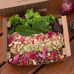 Combo Salada, Suco e Torradinhas