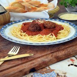 Spaghetti com almôndegas - individual