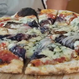 Pizza de Radicchio com Gorgonzola - Média