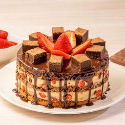 Torta Trufa de Choc. Branco com Brownie e Morangos Frescos - 2kg
