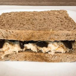 Sanduíche de Frango com Passas
