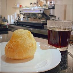 Café Coado da Casa e Pão de Queijo