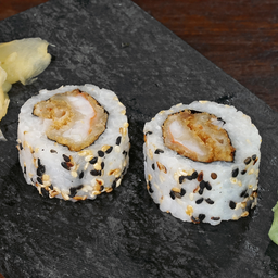 Uramaki camarão fry e tiras de salmão