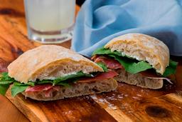 Sanduíche de Presunto Cru com Cr Cheese