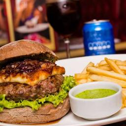 """Grand Burger Angus au Fromage et Échalotte à """"Péricles"""""""