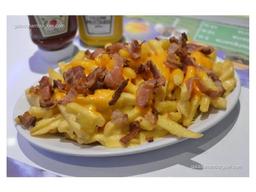 Fritas com cheddar e bacon