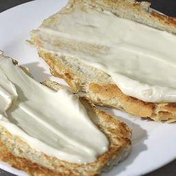 Pão Francês Integral com Requeijão Frio
