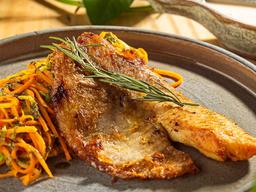 Espaguete de Legumes ao Pesto com Tilápia