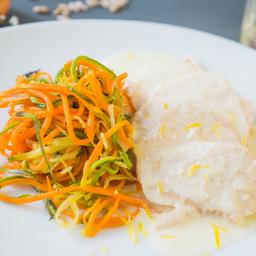 Peito de Frango com Creme de Limão e Espaguete de Legumes