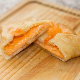 Esfiha queijo fechada