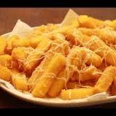 Polenta frita com queijo parmesão