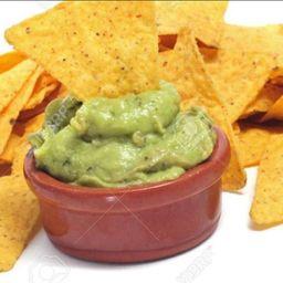 Guacamole com nachos