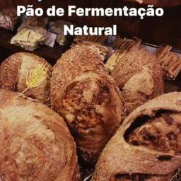Pão Fermentação Natural Integral com Queijo Canastra