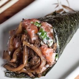Temaki salmão com shimeji