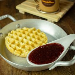 Waffle doce com geléia de morango