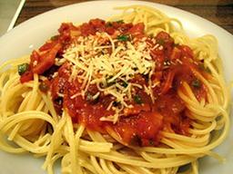 Espaguete gratinado a bolonhesa 01 kg para  (02 pessoas)