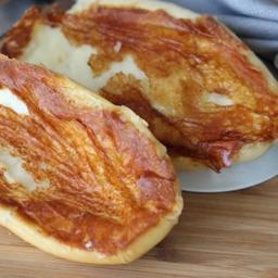 Pão Francês com Requeijão na Entrada