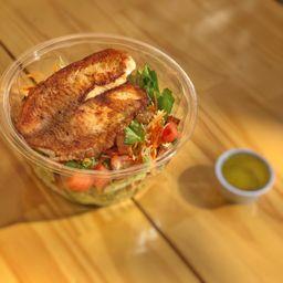 Salada de Tilápia + Suco Natural