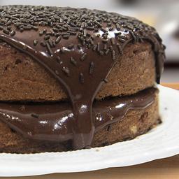 Bolo de Chocolate com Recheio de Brigadeiro - Grande