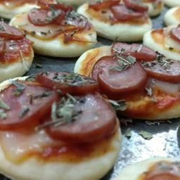 Mini Pizza de Calabresa