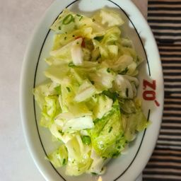 Salada de Repolho com Picles de Chuchu