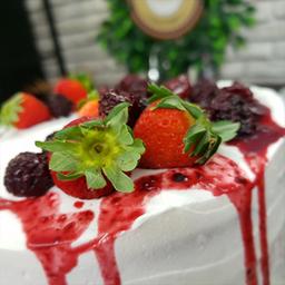Bolo Fatia de Red Velvet com Frutas Vermelhas