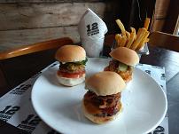 Trio de Mini Burgers com fritas