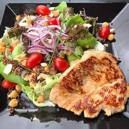 Filé de Frango com Salada Mediterrânea