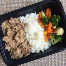 Strogonoff de carne + arroz parbolizado e batata doce rustica