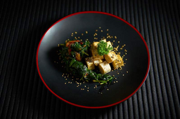 Nirá Com Tofu Vegano