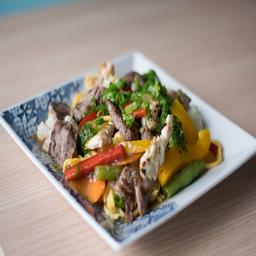 Yakisoba misto (carne e frango)