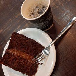 1 fatia de devils cake + 2 filtradão daora