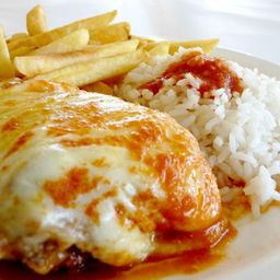 File de frango a parmegiana p / compartilhar