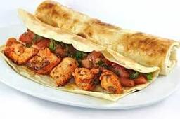 Sanduíche de Shish Taouk - Peito de Frango