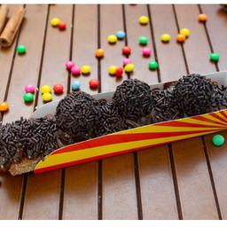 Premium chocolate com brigadeiros e castanha de caju