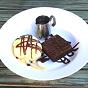 Brownie de Chocolate com Sorvete e Calda
