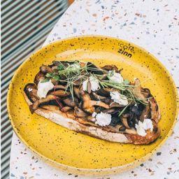 Chevre Toast com Cogumelos
