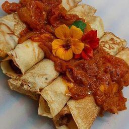 2 Panquecas com Molho, Arroz e Salada Mix