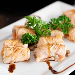 Enroladinho de salmão com shimeji e cream cheese - 05 unidades