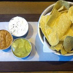 Chips e Trio de Pastas - Vegano