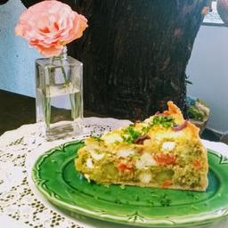 Fatia de torta de brócolis