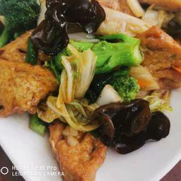 Tofu Frito com Carne, Frango e Verduras