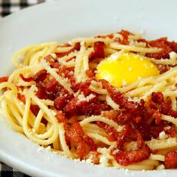 Spaghetti alla carbonara ( 2 pessoas )