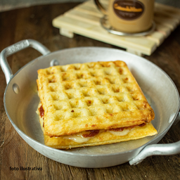 Lanche waffle  Romeu e Julieta queijo frescal