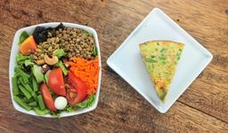 Omelete de Brócolis, Salada e Suco