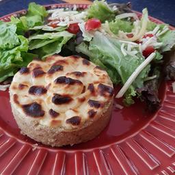 Tortinha de frango com cream cheese 160g + Salada