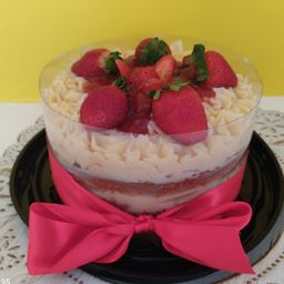Torta de Ninho com Morango(massa Branca)