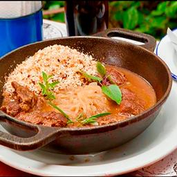 Bochecha de Porco com Cebola Crocante